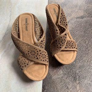 Minnetonka cork wedged sandals